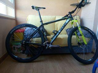 """Bicicleta de montaña 29"""" cube"""