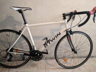 Bicicleta de carretera B'TWIN Triban 300