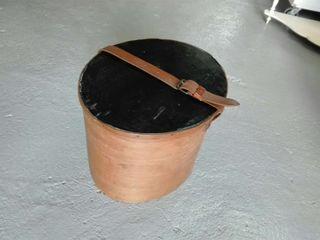 Antiguo sombrerero de madera