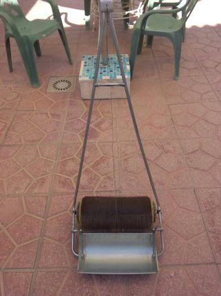 Maquina para recoger aceituna del suelo.