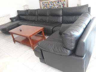 sofa cuero. precio negociable .tel 665773450