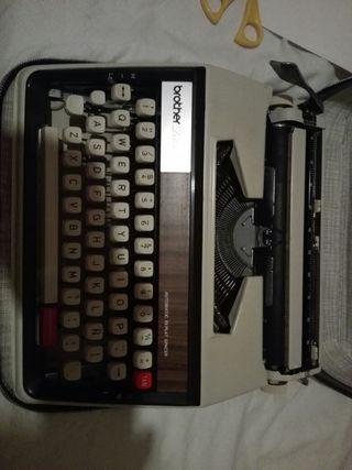 Máquina de escribir BROTHER Deluxe 1350