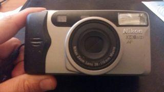 Cámara de fotos Nikon Zoom 600