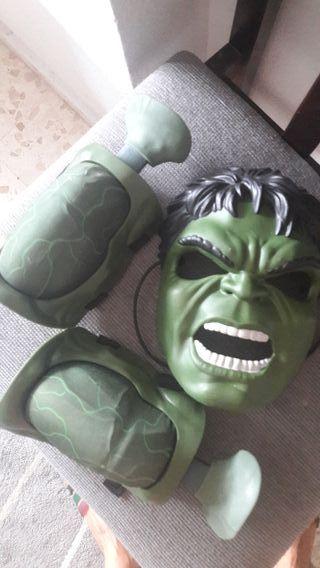 mascara y musculos de hulk