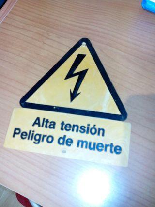 señal de alta tensión