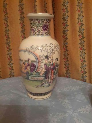 Antiguo jarrón de porcelana china