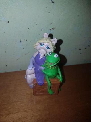 figura pvc goma rana Gustavo y cerdita Peggy