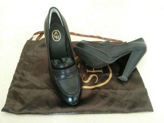 Sapatos de piel con tacon , 39
