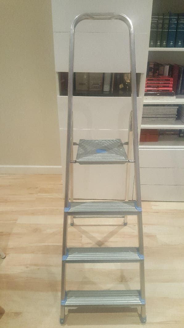 Escalera de aluminio plegable