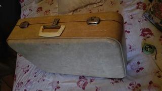 maleta blanca vintage