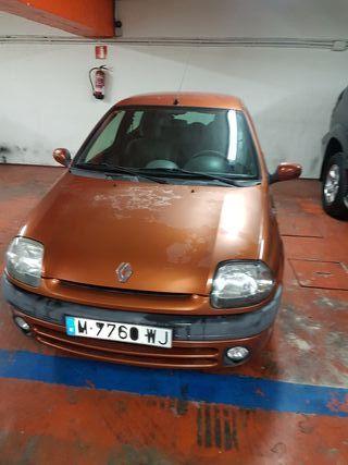 Renault Clio 1.4 año 2000