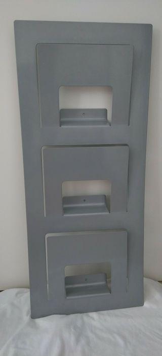 Revistero pared gris Ikea