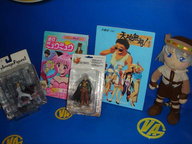lote manga 2 figuras + peluche nuevo + 2 libros