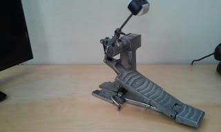 pedal d bombo Tama hidraulico
