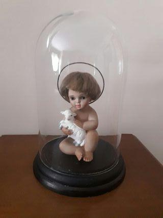 Niño jesús en cúpula de cristal.