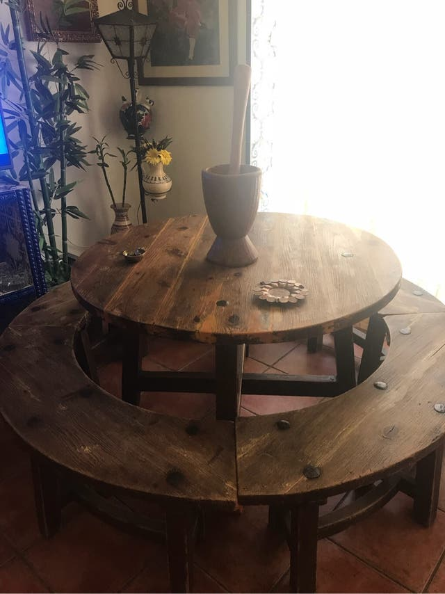 Mesa rural de madera/bancos