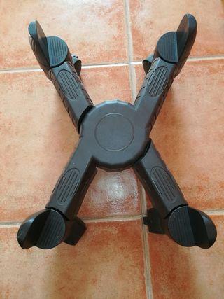 soporte pc con ruedas