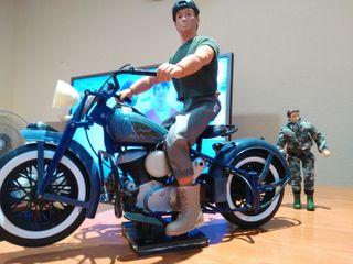 moto clásica Indian, con Geiperman, madelman