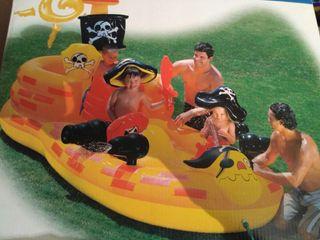 piscina barco pirata