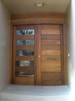 Puertas de madera exteriores de segunda mano en wallapop for Puertas de madera exterior precios