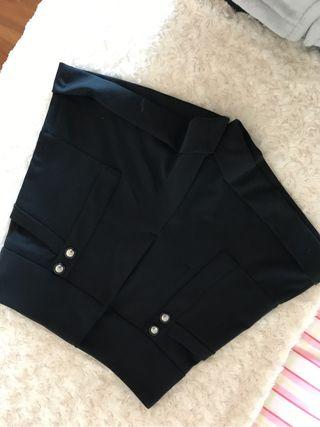 Short negro elegante tiro alto