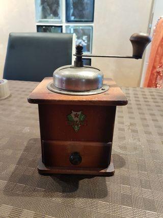 Molinillo de cafe antiguo