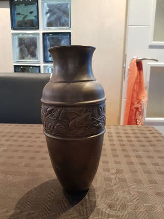 Vasija muy antigua en bronce