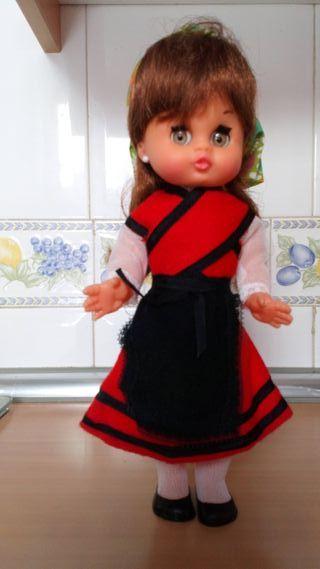 muñeca con traje regional