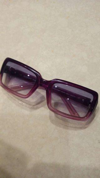 Gafas de sol color violeta: Gianfranco Ferre