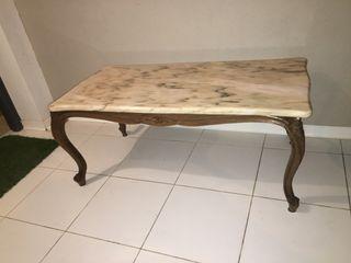 Mesa de madera con marmol anti