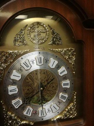 reloj de caja alta