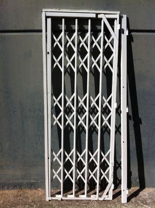 Puerta blanca cerramiento de segunda mano por 45 en for Puertas blancas segunda mano