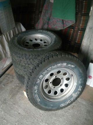 Llantas originales Suzuki y ruedas 215 75 15.