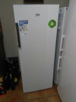 Congelador Vertical, lo vendo economico por trasla