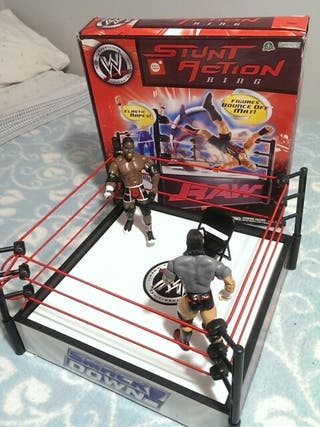 PRESSING CATCH-STUNT ACTION RING WWE+2 FIGURAS