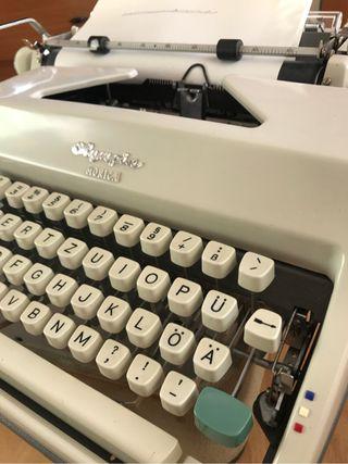 Máquina de escribir Olympia Mónica
