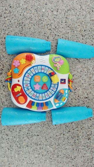 mesa de juegos y actividades infantil