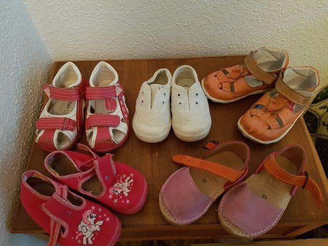 a73d33c1096 Zapatos niña talla 21 de segunda mano por 5 € en Campo Olivar en ...