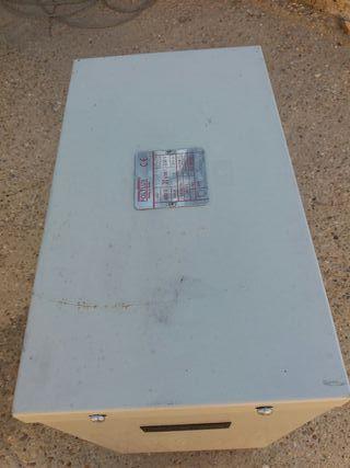 Vendo transformador trifasico de 220 A 400 trifasi