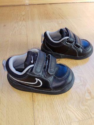 zapatillas nike piel negras