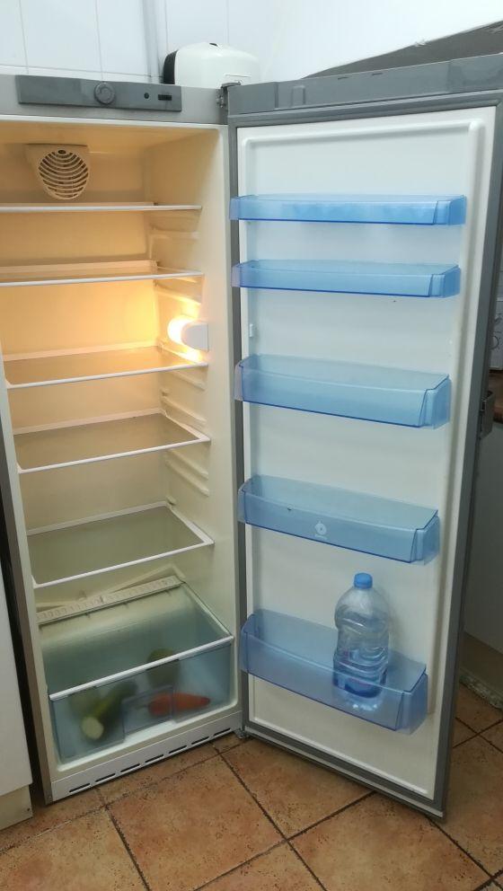 nevera solo frigorífico.