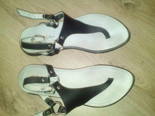 Sandalias comodas negras piel. 37