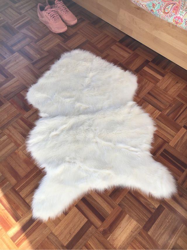 Alfombra piel oveja de segunda mano por 30 en monteprincipe en wallapop - Alfombra oveja ...