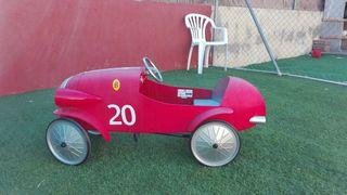 coche a pedales