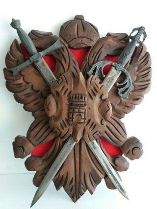 Escudo antiguo madera de caoba echó a mano