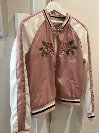 Chaqueta bomber rosa stradivarius