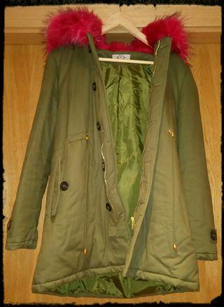 NUEVO!Abrigo verde militar con pelo fucsia.Talla L