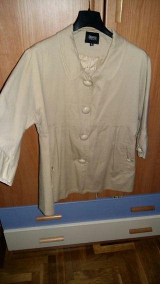 chaqueta entretiempo. poco uso talla S Blanco