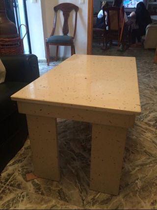 Mesa baja completamente de mármol