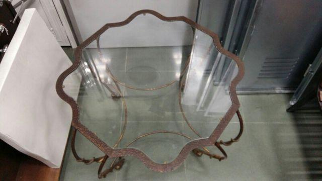 mesa de forja y de cristal baja